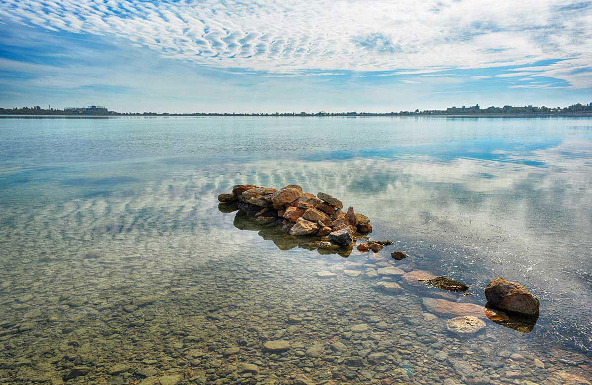 Мойнакское озеро около берега